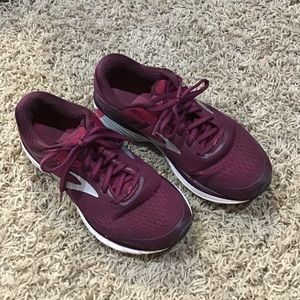 Women's brooks size 7.5